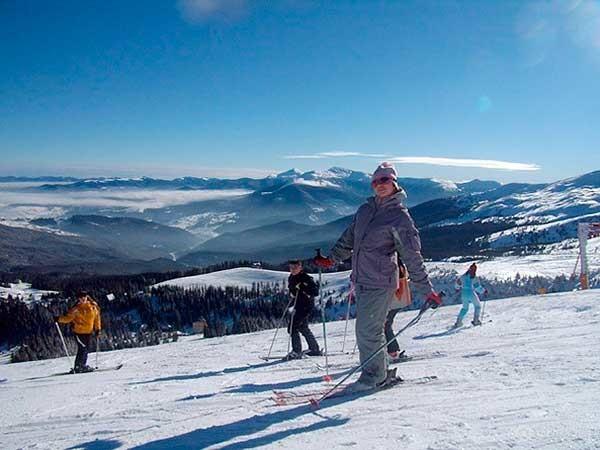 Перед спуском на лижах