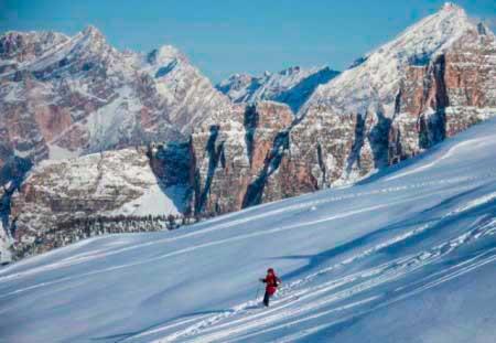 Спуск на лыжах в Домбае