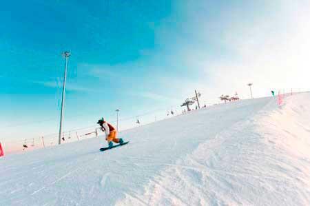 Катание на сноуборде в Снежном